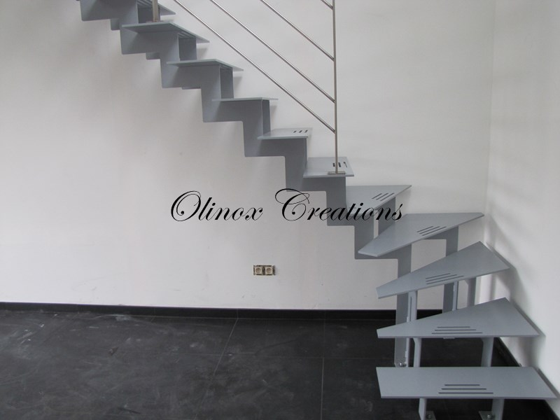 Escalier sur tournai olinox cr ations for Amenager un escalier interieur