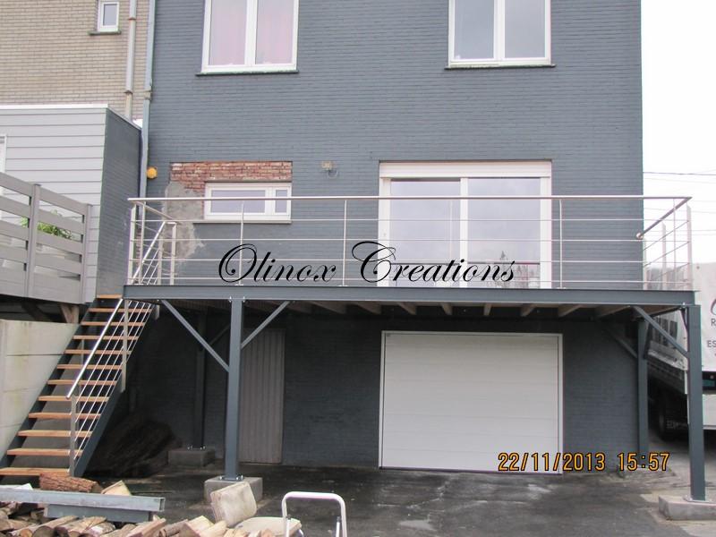 Balcon en bois avec escalier for Recouvrement de balcon exterieur