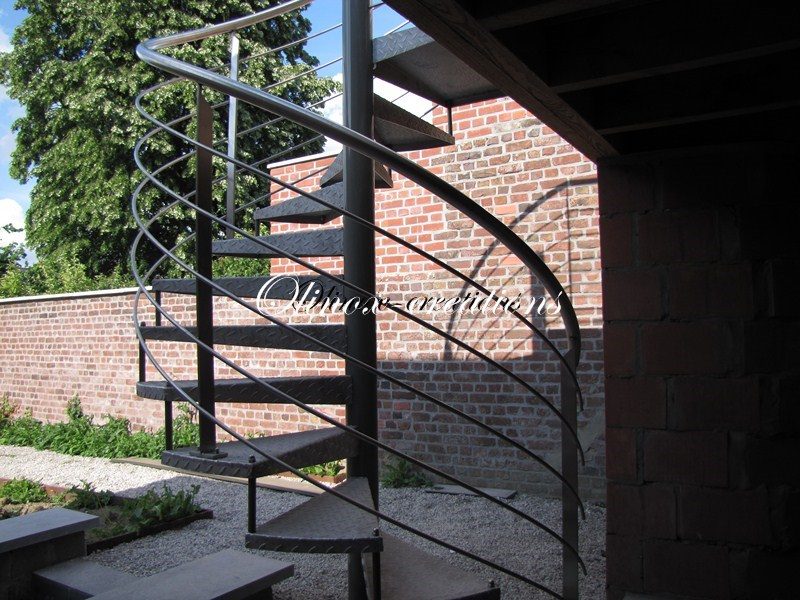 escalier tournant ou colima on pour votre jardin ext rieur. Black Bedroom Furniture Sets. Home Design Ideas