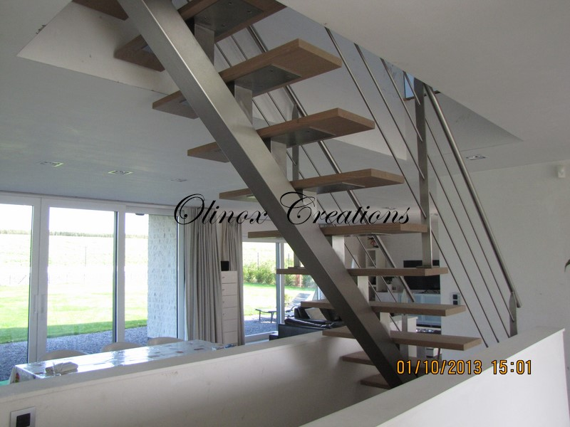 Escalier droit pour int rieur limon central m tal ou inox for Photos escalier interieur moderne