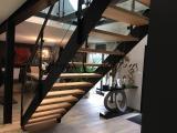 Escalier contre marches verre transparent