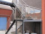 Escalier et palier intermédiaire de service