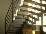 Escalier métallique intérieur quart tournant en crémaillère marches en chêne