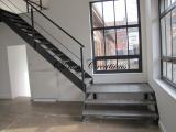 Escalier avec palier intermédiaire en tôle perforées