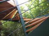 Escalier métal peint et marches en Iroko