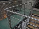 Passerelle composé de verre et son escalier