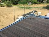 Terrasse acier suspendu et garde corps en verre