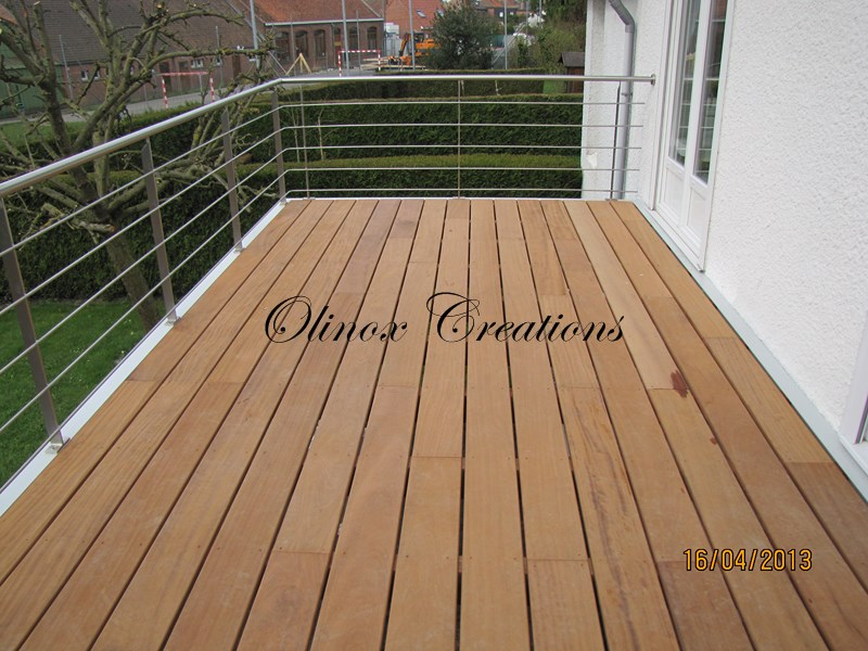 terrasse suspendue en bois balcon inox et m tal. Black Bedroom Furniture Sets. Home Design Ideas
